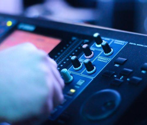 audio-console-2723851_640